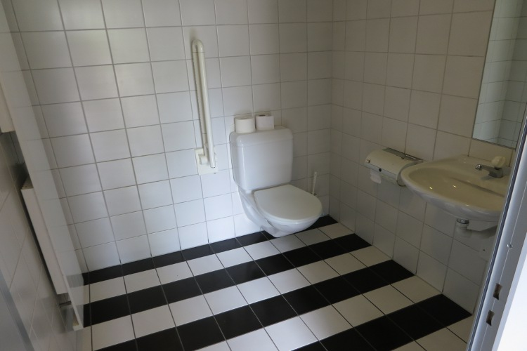 Eurokey-Toilette am Bahnhof Dachsen