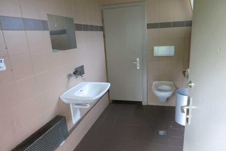Öffentliche Toilette vor der ARA