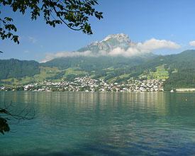 Vier Pässe – ein Dutzend Seen –  zahlreiche kleine und große Städte